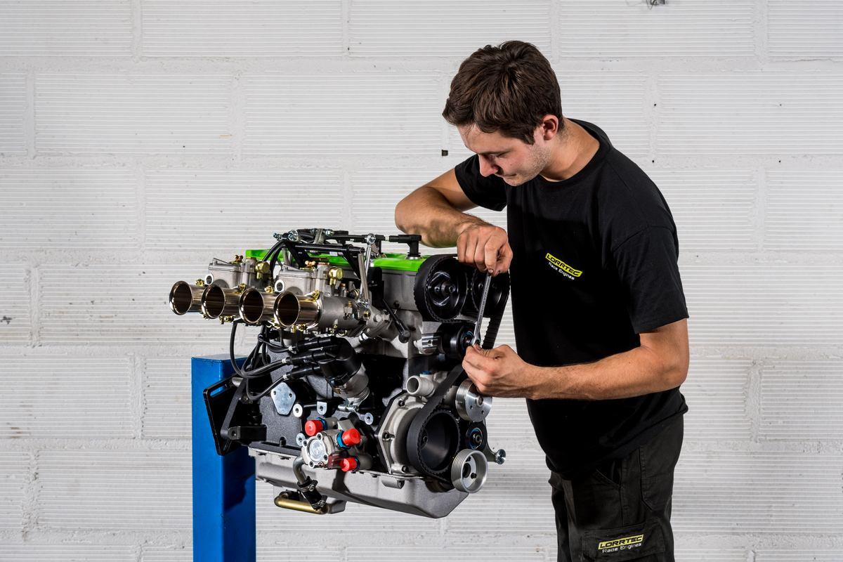 Fin de montage d'un moteur Ford Cosworth BDG neuf