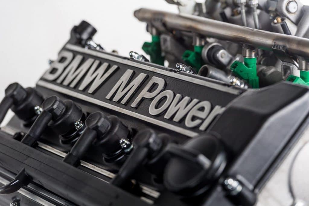 moteur-BMW-S14-couvre-culasse-2