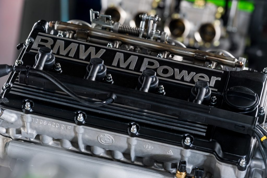 moteur-BMW-S14-injection