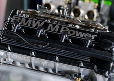 Détail moteur BMW S14 : couvre culasse